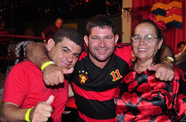 Bloco Vermelho e Preto Fotos Gilvan Silva