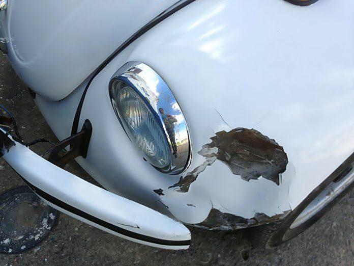 O veiculo ficou amasado com o impacto do acidente Foto Ral Valois