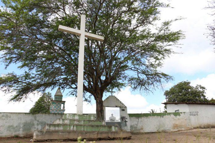 Mandacaru: Proprietários de terrenos no Cemitério São Francisco Xavier devem atualizar os cadastros