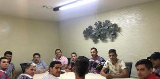 Reunião com as equipes do Bonde da 232 e Bonde das Fofa. Foto: Cortesia