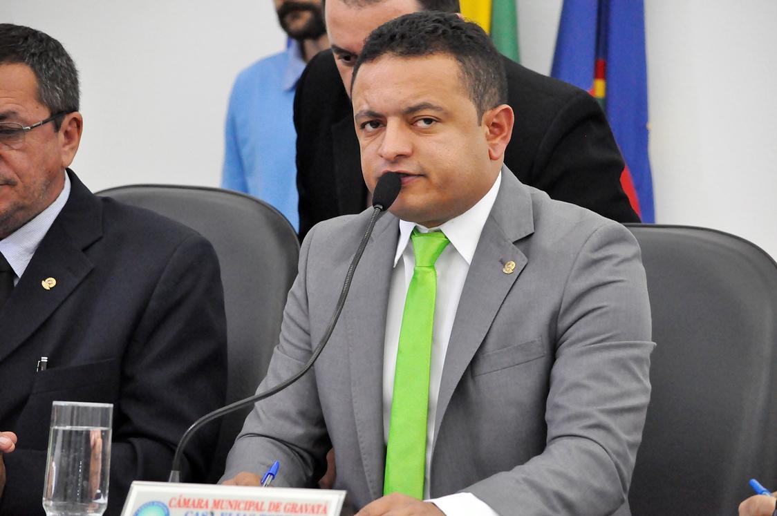 Resultado de imagem para presidente da Câmara de Gravatá Léo do Ar